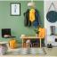 El interior de las casas de madera con diferentes tonos de verde